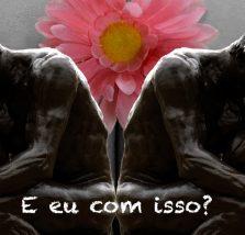 Imagem com a montagem da escultura do pensador sobre uma flor.